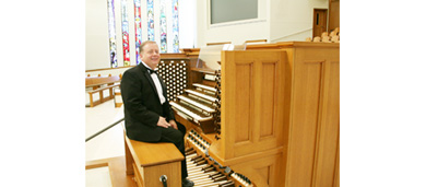 03_Jerry_With_Organ